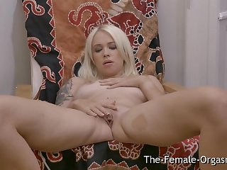 Hot Blonde with Big Pussy Lips Masturbates