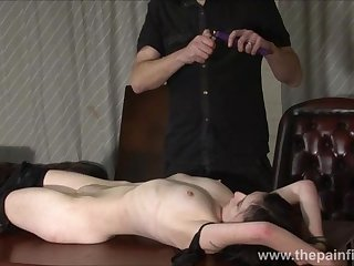 Kinky leather slave Fae Corbins amateur..