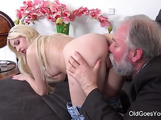 Ellen Jess cute young blonde