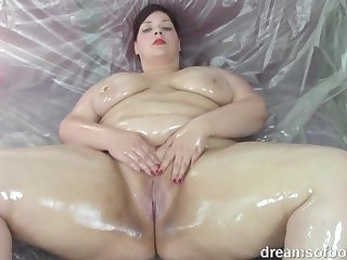 Young german BBW Jill oiled up