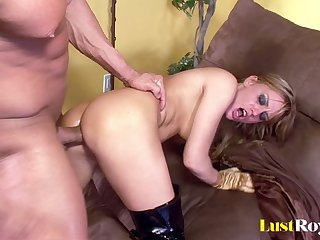 Anal makes Holly Wellin and Tori Lane moan